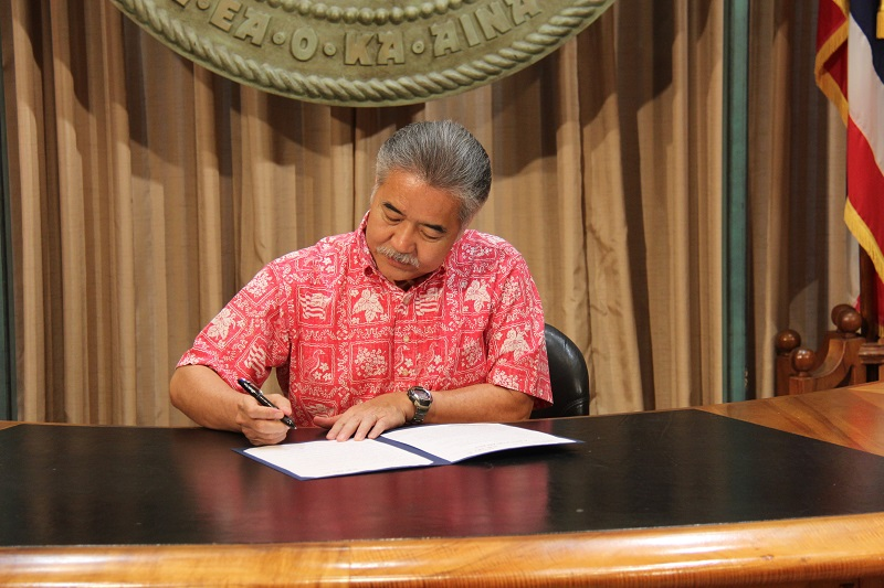 Why did Governor Ige get an F for fiscal policy?